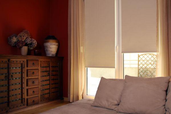 Dekoracja okien – efekt półcienia we wnętrzu